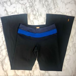 Lucy Sz Small black and blue flare cut yoga pants